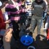 Les élèves discutent avec l'ichtyologiste, Angelina Metaxatou